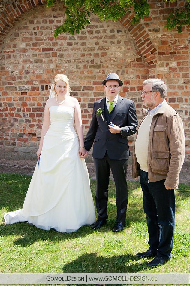 Neuruppin Liebesbaum Hochzeit Brautpaare Hochzeitsfotograf Siechenhauskapelle