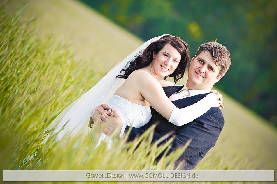 Trash the Dress Shooting zum Hochzeitstag - aufgefallene Hochzeitsfotos der besonderen Art nach der Hochzeit in Berlin und Brandenburg