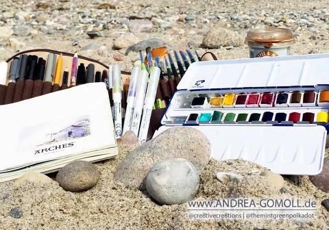 Watercolor Sketchbook urban sketching at the beach